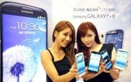 Galaxy S3 Sales Record - Two Women Showing Sales For Samsung Galaxy S3 - Droid Views